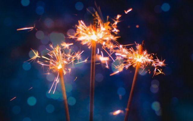 Сценарий Нового года для старшеклассников: как его написать?